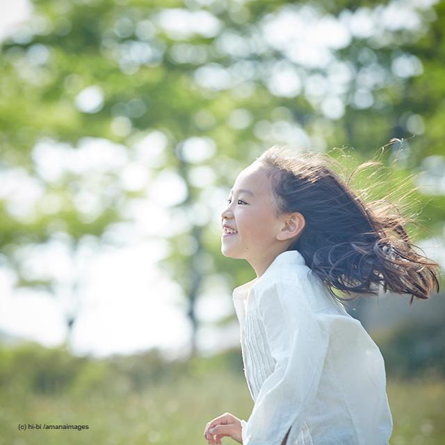 「女の子の横顔」(c) hi-bi /amanaimages
