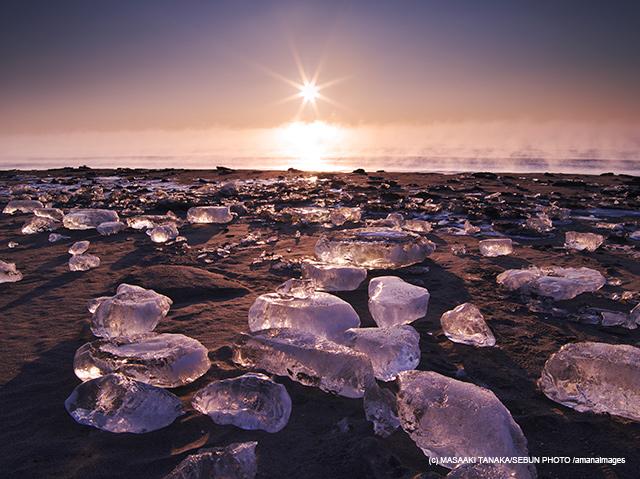 「十勝川河口の氷と日の出と海」(ジュエリーアイス/北海道)