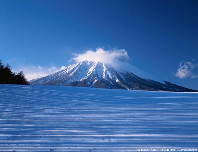 雪の岩手山