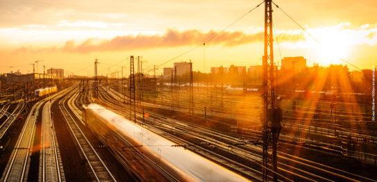 フォトグラファーが表現する、こころ揺さぶる世界の鉄道風景