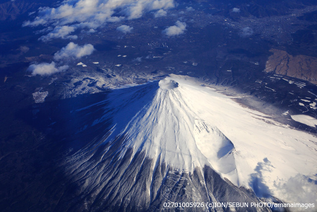 上空から望む富士山