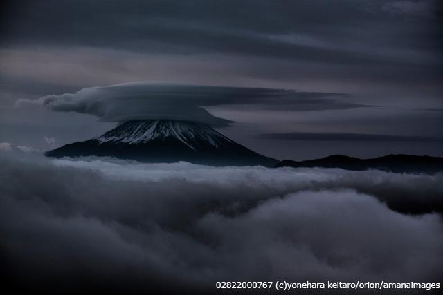 富士山と雲海と傘雲