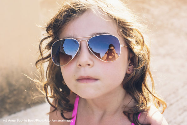 Girl wearing fashionable sunglasses, portrait