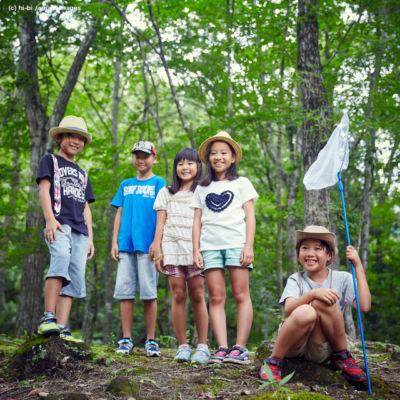 森林の中の子供達